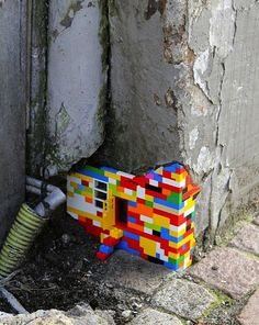 The Lego version of yarn bombing, street art Street Art Utopia, Street Art Graffiti, Street Mural, Wall Street, Land Art, Urbane Kunst, Graffiti Artwork, Grafiti, Photo D Art