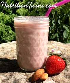 Enjoy this Strawberry Almond Milk at the cost of only 70 Calories. This healthy drink recipe is sweet with no added sugar. Healthy Smoothies, Healthy Drinks, Smoothie Recipes, Milk Smoothies, Healthy Recipes, Healthy Eating, Breakfast Smoothies, Healthy Treats, Healthy Desserts