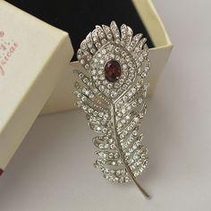 JS Cheap Vintage Crystal Peacock Feather Brooch Pins Female Retro Designer Rhinestone Leaf Brooch Jewelry BR016