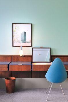 room 606 of the Radisson Blu Royal in Copenhagen (Arne Jacobsen) My grand father has designed this wooden bin Modern Interior, Interior Styling, Interior Architecture, Modern Furniture, Furniture Design, Interior Design, Plywood Furniture, Arne Jacobsen, Danish Design