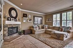 Love love love the living room decor layout & colors!