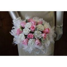 Bouquet de Mariée Rond fait avec des Roses, Plumes et des Perles