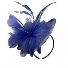 Chapeau de cérémonie fleur plumes sisal bleu