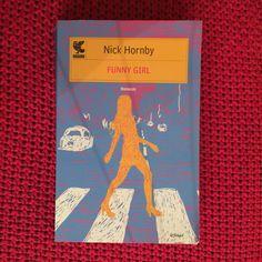 6,5. Hornby mi è sempre piaciuto. È un buon libro ma forse la Funny Girl non è stata curata abbastanza (troppo spazio ai maschi). Alcune parti sono molto divertenti. Lo consiglio