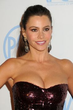 "@InstaMag - Actress Sofia Vergara says she wants music mogul Simon Cowell to do a cameo in hit TV series ""Modern Family""."