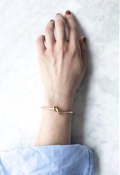 Céline knot bracelet | The Lifestyle Edit bijoux fantaisie tendance et idées cadeau femme à prix mini