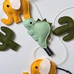 Viltslinger - wolvilt - versiering - kinderkamer - babykamer - kraamkado - kraamcadeau - kinderkamerdecoratie - kinderkamerinspiratie - Muffie & Snuffie