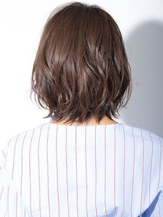 【2018年春】ルーズ質感のクラシカルロブ4 小顔◎ GAFF表参道 岡田道好/GAFF 表参道本店 【ギャフ】のヘアスタイル|BIGLOBEヘアスタイル Medium Layered Haircuts, Medium Hair Cuts, Short Hair Cuts, Medium Hair Styles, Short Hair Styles, Haircuts For Fine Hair, Cute Hairstyles For Short Hair, Headband Hairstyles, Bob Hairstyles