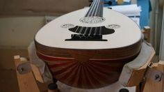 Faruk, un luthier atypique – Touchons du bois