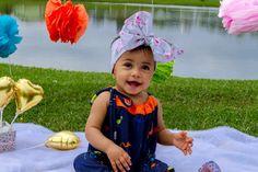 Coleção Happy Anna <br>Sua bebê fazendo da felicidade um estilo de vida!!!! <br> <br>Macacão lindo feito Fluity Flamingo com franzimento frente e costa e laço lateral. <br>Super confortável para usar no verão e tecido super fresquinha. <br>O desenho da estampa flamingo <br> <br>Feito por encomenda nos tamanhos: RN, 3, 6, 12 <br>Molde tamanhos padrão. <br>Caso reste alguma dúvida, entre em contato antes de realizar a compra. <br>Todas as peças neste tecido possuem: <br>* Proteção…