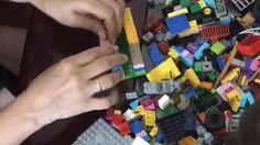 Parece mentira mas é possível fazer uma casa inteira somente usando peças LEGO. Eu por exemplo prefiro na decoração com lego e nunca havia pensando sobre isso!!!  Hoje temos mais uma dica para decoração. Um porta guardanapo. Tem passo a passo para vocês aprenderem a fazer Acesse o site e confira os 30 dias sem parar com LEGO http://ift.tt/1oBoEWj