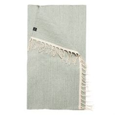 The Särö rug in the color balance is a bright and light design by the Swedish brand Himla. The rug is made of tightly woven cotton with a heathered look in light green, decorated with fringes on both shorter lengths of the rug. Available in different sizes and a great choice for close to any room of the house.