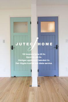 北欧スウェーデン風ハウス 北欧インテリア おすすめ 外観 (4) Surf House, Minimalist Architecture, Wood Doors, Modern Minimalist, Home Interior Design, Kitchen Decor, House Plans, New Homes, House Design