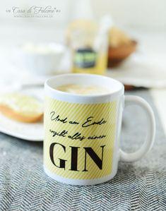 """Kaffeetasse """"und am Ende ergibt alles einen Gin"""" I  Der perfekte Start in den Morgen beginnt mit Kaffee!   Im sonnigen gelb gestreift und mit einem witzigen Spruch ist dieser coole Kaffeebecher ist das perfekte Geschenk für alle Gin Liebhaber."""