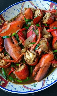 Thibeault's Table: Spicy Lobster in Garlic, Ginger and Black Bean Sauce _ Live lobster prices have been really good recently so I bought three! Lobster Dishes, Lobster Recipes, Crab Recipes, Seafood Dishes, Asian Recipes, Ethnic Recipes, I Love Food, Soul Food, Gourmet