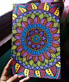 ¿Prefieren blanco y negro o color? Dibujos Zentangle Art, Painting, Color, Black And White, Mandalas, Painting Art, Colour, Paintings, Painted Canvas