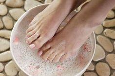 48 Trendy Ideas for at home pedicure soak dead skin spas Pedicure Soak, Pedicure At Home, Diy Beauty, Beauty Hacks, Beauty Tips, Homemade Beauty, Magnesium Bath, Foot Soak Recipe, Diy Foot Soak