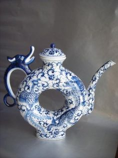 RP: Antique Blue White Chinese Dragon Tea Pot