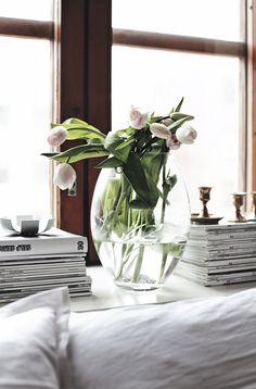 tulips, magazines and white cotton. via sur le vif.