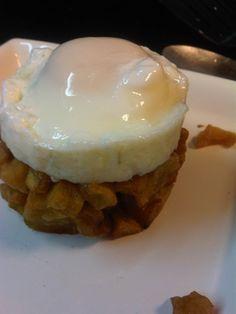 tortillitas desarmadas con huevo poche