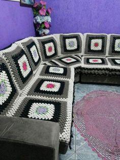 How to Make a Sofa Slipcover Crochet Bedspread Pattern, Crochet Cushions, Crochet Pillow, Crochet Granny, Crochet Doilies, Crochet Patterns, Crochet Home Decor, Crochet Crafts, Crochet Projects