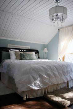 Cómo decorar una buhardilla. Ideas Para Decorar. Transformar Una Buhardilla Rústica En Un Encantador Dormitorio.
