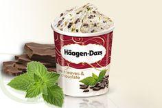 Mint Leaves und Chocolate Feine Minz-Eiscreme mit frischer Schlagsahne und Chocolate-Fudge Stückchen bilden die Zutaten für ein Geschmacks-Erlebnis, das ungeahnte Genussmomente in den Alltag zaubert und dich sinnlich dahinschmelzen lässt.