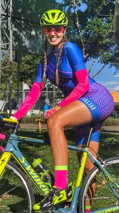 As a beginner mountain cyclist, it is quite natural for you to get a bit overloaded with all the mtb devices that you see in a bike shop or shop. There are numerous types of mountain bike accessori… Bicycle Women, Road Bike Women, Bicycle Girl, Vaquera Sexy, Cycling Girls, Womens Cycling Shoes, Women's Cycling, Cycling Jerseys, Female Cyclist