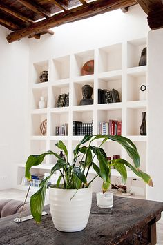 Built in bookcase. Modern Bookshelf, Bookshelves Built In, Bookshelf Ideas, Bookcases, Built Ins, My Living Room, Home And Living, Home And Deco, Interior Exterior
