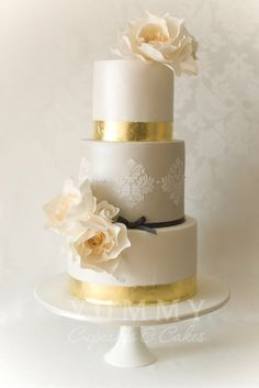 Metallic wedding cake - Cake by Yummy Cupcakes and Cakes - Silver, gold and even copper hues are big for the autumn season. They can add a sparkly hint of glamour to a wedding and lend themselves very well to a host of combinations with other colours. Metallic Cake, Metallic Wedding Cakes, Elegant Wedding Cakes, Elegant Cakes, Beautiful Wedding Cakes, Gorgeous Cakes, Wedding Cake Designs, Pretty Cakes, Cake Wedding