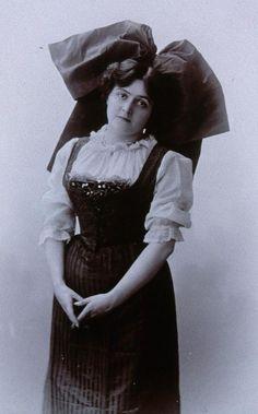 Femme en costume Alsacien (TR)