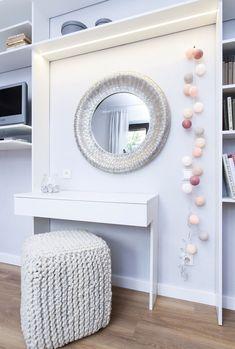 Toaletní stolek pro patnáctiletou slečnu Vanity, Mirror, Furniture, Home Decor, Dressing Tables, Powder Room, Decoration Home, Room Decor, Vanity Set