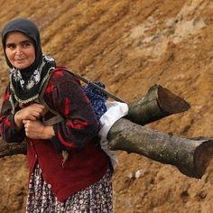 Anadolu Kadını People Around The World, Real People, Salt Of The Earth, Raw Beauty, Working People, Black Sea, Old World, Beautiful People, Photography