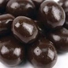 Enjoy the boost of Chocolate Covered Coffee Bean Candy when you want that extra oomph, or if you just happen to be a die-hard coffee and chocolate addict. Chocolate Covered Espresso Beans, Chocolate Covered Coffee Beans, Chocolate Espresso, Hot Chocolate, Make Your Own Chocolate, Homemade Chocolate, Coffee Brownies, Coffee Candy, Chocolate Candy Recipes