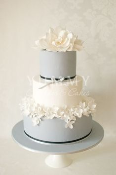 Daily Wedding Cake Inspiration (NEW!). To see more: www.modwedding.co... #wedding #weddings #wedding_cake Featured Wedding Cake: Yummy Cupcakes and Cakes