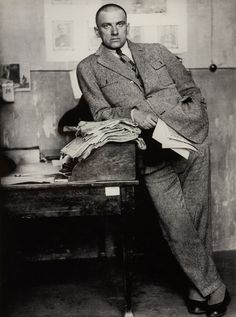 Vladimir Mayakovsky in Redaktion / in editorial office, Moscow...