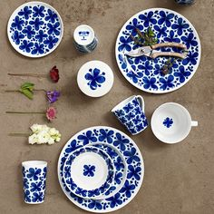 Dishes and Tableware With Flowers 9 Ceramic Plates, Decorative Plates, House Decoration Items, Home Decoracion, Scandinavian Food, Diy Letters, Little Kitchen, Swedish Design, Ceramic Painting