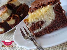 Składniki:  Składniki na ciasto czekoladowe:  2 jajka  1 szklanka cukru kryształ  2 szklanki mąki tortowej  1 łyżeczka proszku do pieczenia ...