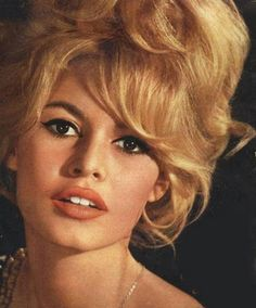 '60s Eye Makeup | Chapter Q8