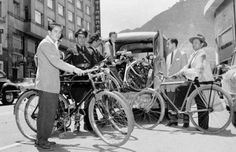 Bogotá without bike path Japan Spring, Bike Path, Places To Travel, Cool Pictures, Past, Bicycle, Culture, Black And White, Spring Time