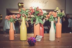garrafas pintadas com tinta de parede