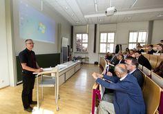 Herr Hansen - IT Lehrer am Heisenberg Gymnasium Leipzig beschreibt seine Erfahrungen mit der Junior-Ingenieur-Akademie.