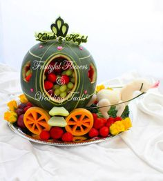 Horse and carriage Fruit display Watermelon Art, Watermelon Carving, Fruits Decoration, Fruit Sculptures, Food Garnishes, Garnishing, Fruit Creations, Creative Food Art, Food Art For Kids