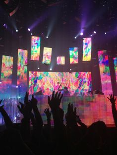 Not a fan of porter Robinson... but a fan of this stage :-)