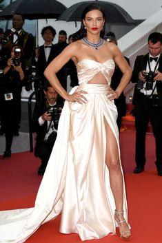 Adriana Lima, Milla Jovovich, & Barbara Palvin Stun at 'Burning' Premiere at Cannes: Photo Adriana Lima strikes a pose on the red carpet as she arrives at a screening of Burning on Wednesday (May at Palais des Festivals in Cannes, France. Isabeli Fontana, Alessandra Ambrosio, Celebrity Red Carpet, Celebrity Style, Celebrity Outfits, Adriana Lima Style, Adriana Lima Outfit, Bustier Dress, Strapless Bustier