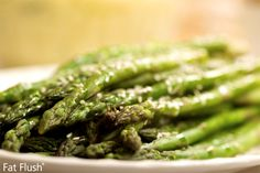 Asparagus with Flaxy Lemon-Herb Dressing: Official Fat Flush Recipe. I love asparagus, and use chia a lot. Low Carb Recipes, Diet Recipes, Healthy Recipes, Healthy Treats, Diet Tips, Healthy Foods, 7 Day Diet Plan, Okra Recipes, Vegetable Recipes