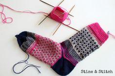 Knitting Patterns Gloves Stine & Stitch: News from Socke No 2 Wool Socks, Knitting Socks, Mitten Gloves, Mittens, Stine Und Stitch, Stitch Patterns, Knitting Patterns, Lots Of Socks, Colorful Socks