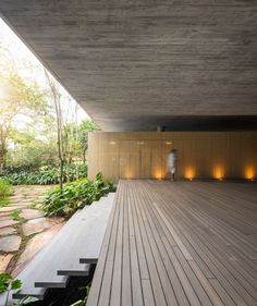 Rooftop infinity pool overlooks the Brazilian rainforest from Studio Jungle House Residential Architecture, Contemporary Architecture, Interior Architecture, Futuristic Architecture, Brazilian Rainforest, Studio Mk27, Jungle House, Concrete Houses, Home Studio