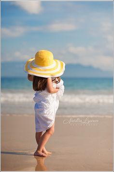 little gal on the beach Beach Kids, Beach Art, Summer Kids, Fotos Strand, Photo D Art, Beach Poses, Beach Portraits, Children Photography, Kids Beach Photography