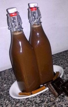 Cosa c'è di meglio che un buon liquore fatto in casa? L'abbinamento cioccolato e cannella secondo me è perfetto, sotto forma di liquore lo è ancora di più...http://fiordvaniglia.blogspot.it/2014/03/il-liquore-alla-cannella-e-cioccolato-e.html